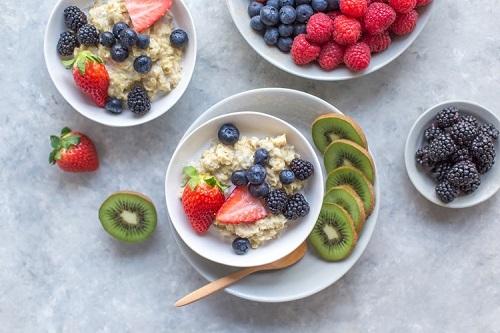 Здравословна каша с елда, плодове и сурови ядки